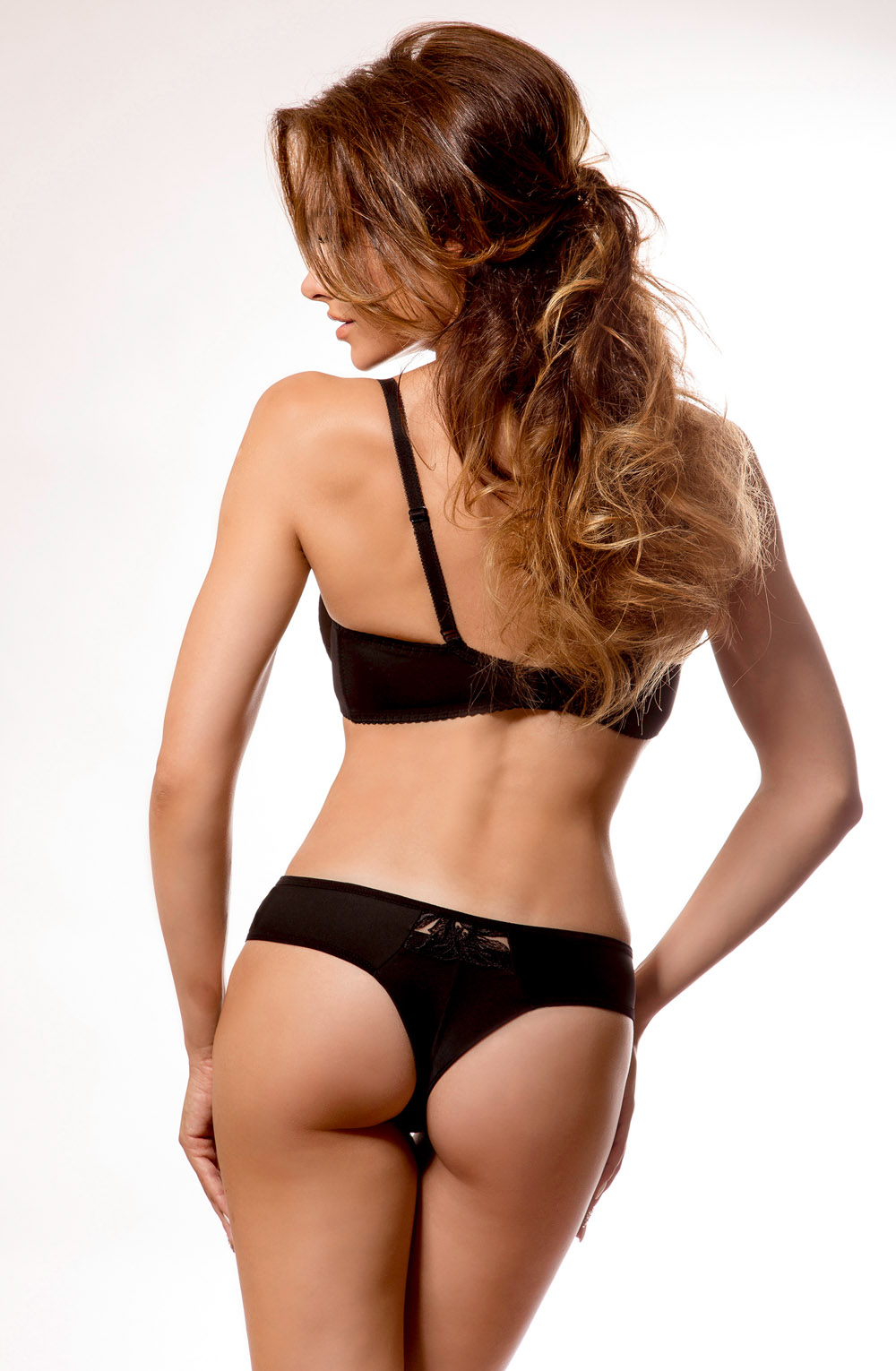 REGGIA_BLACK_STRING_REAR
